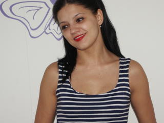 Picture of the sexy profile of BruneCindy, for a very hot webcam live show !