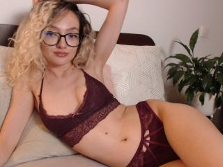 CherieMonnique模特的性感個人頭像,邀請您觀看熱辣勁爆的實時攝像表演!