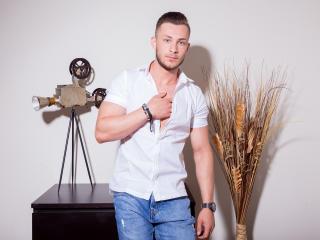 EthanEverhard模特的性感個人頭像,邀請您觀看熱辣勁爆的實時攝像表演!