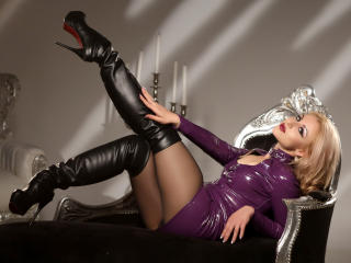 FiveStarFetish模特的性感個人頭像,邀請您觀看熱辣勁爆的實時攝像表演!