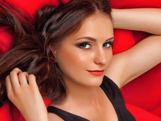 Leonella模特的性感個人頭像,邀請您觀看熱辣勁爆的實時攝像表演!
