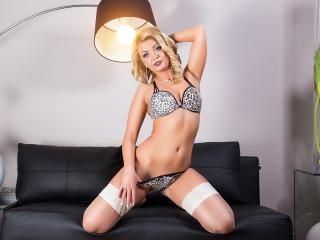 SarahSky模特的性感個人頭像,邀請您觀看熱辣勁爆的實時攝像表演!