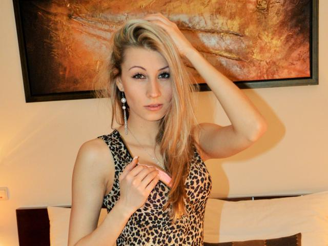 Photo de profil sexy du modèle LovellyAngel, pour un live show webcam très hot !