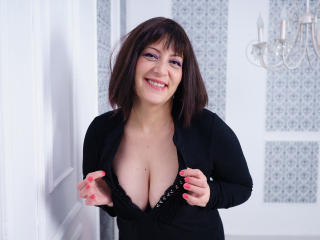 JuliaSoHot - 在XloveCam?欣赏性爱视频和热辣性感表演
