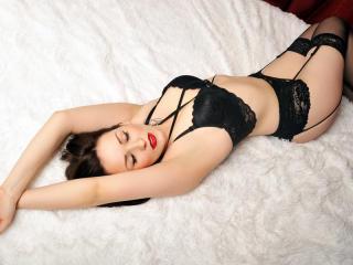 NicoleWett online dildo show