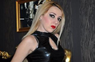 Foto de perfil sexi, da modelo AnnaDominatrix, para um live show webcam muito quente!