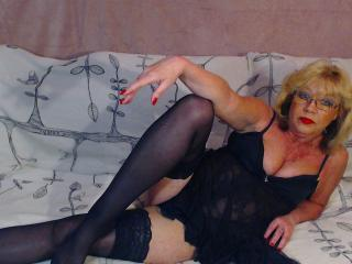 Photo de profil sexy du modèle BlondeHouseWife, pour un live show webcam très hot !
