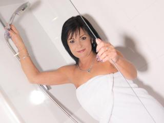 Model CrystalXBlack'in seksi profil resmi, çok ateşli bir canlı webcam yayını sizi bekliyor!