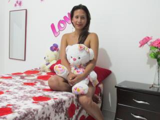 Фото секси-профайла модели FernaKisses, веб-камера которой снимает очень горячие шоу в режиме реального времени!