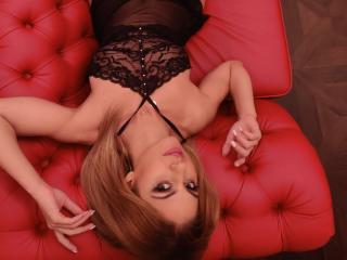 Velmi sexy fotografie sexy profilu modelky Jeselyne pro live show s webovou kamerou!
