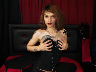 Photo de profil sexy du modèle MagicAlice, pour un live show webcam très hot !