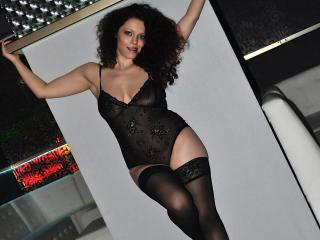 Poza sexy de profil a modelului Marisse, pentru un intens show webcam live !