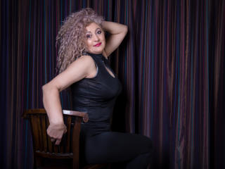 Model MatureEroticForYou'in seksi profil resmi, çok ateşli bir canlı webcam yayını sizi bekliyor!