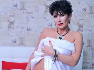 Hình ảnh đại diện sexy của người mẫu MeganMilf để phục vụ một show webcam trực tuyến vô cùng nóng bỏng!