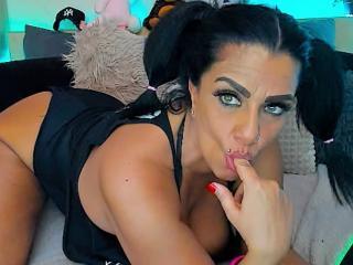 Фото секси-профайла модели MILFever, веб-камера которой снимает очень горячие шоу в режиме реального времени!