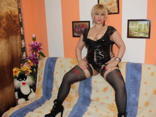 Photo de profil sexy du modèle RoxyyHot, pour un live show webcam très hot !