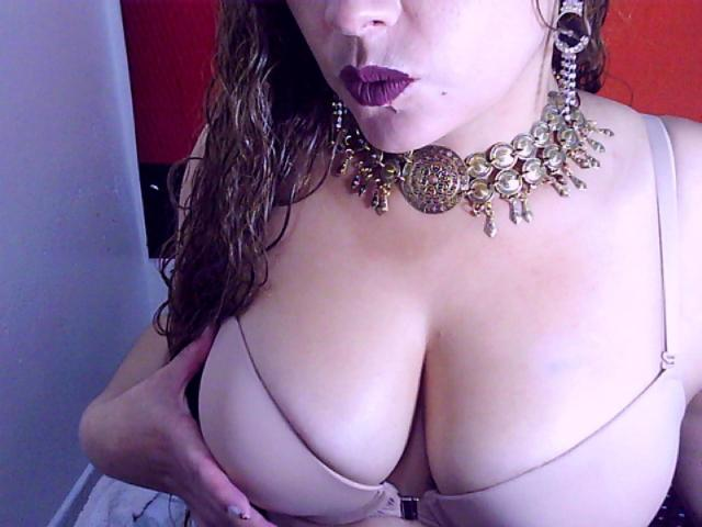Picture of the sexy profile of ConnyXHot, for a very hot webcam live show !