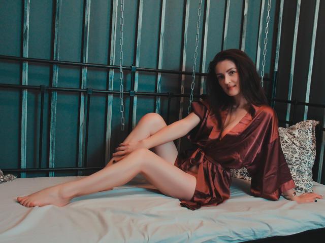 Foto de perfil sexy de la modelo EmmaBrie, ¡disfruta de un show webcam muy caliente!