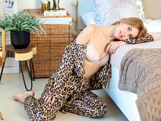 Model HouseWiffe'in seksi profil resmi, çok ateşli bir canlı webcam yayını sizi bekliyor!