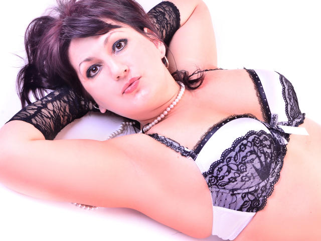 Photo de profil sexy du modèle KarenCougar, pour un live show webcam très hot !