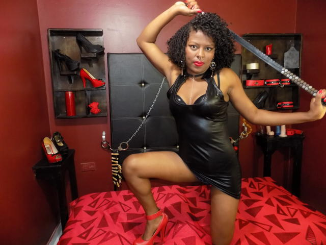 Picture of the sexy profile of KinkyGirlBlack, for a very hot webcam live show !