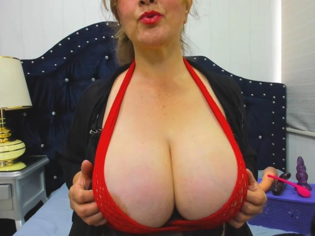 Photo de profil sexy du modèle LatinBoobsX, pour un live show webcam très hot !