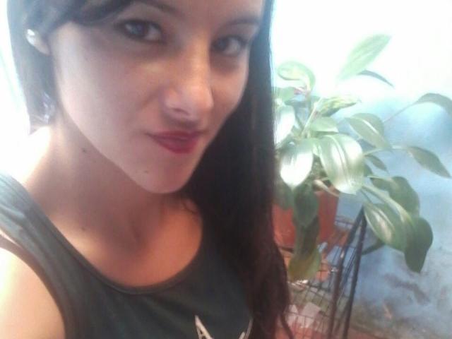 Photo de profil sexy du modèle MiahottXX, pour un live show webcam très hot !