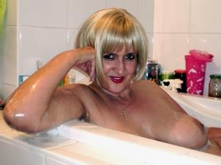 ReniaHot - Sexy live show with sex cam on XloveCam