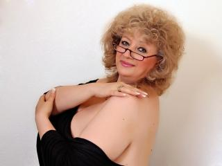 RoyalTits - Sexy live show with sex cam on XloveCam®