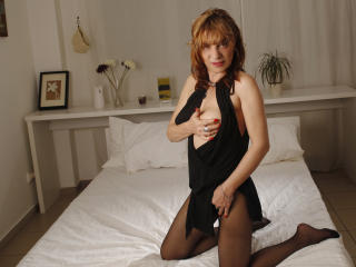 FoxyHotMilf - Sexy live show with sex cam on XloveCam