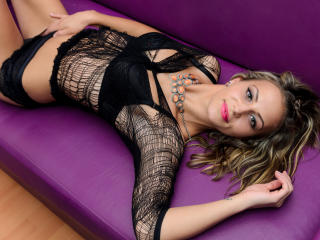 Dallyla - Sexy live show with sex cam on XloveCam