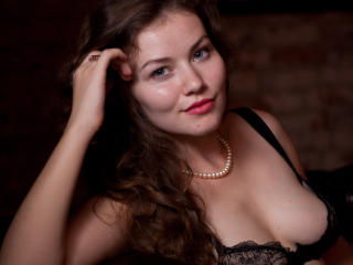 AlexiSweeTs - Chat live hot with this shaved genital area Girl