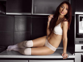 LaraJoy - chat online hard with this shaved intimate parts Young lady