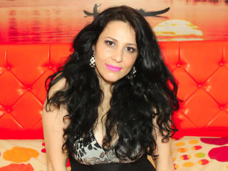 JulyMilan - Sexy live show with sex cam on XloveCam