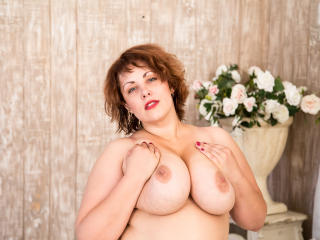 IngridFlower - Live xXx with this voluptuous woman Horny lady
