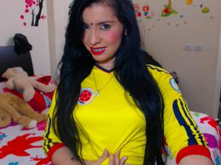 PrettyDolly - Sexy live show with sex cam on XloveCam