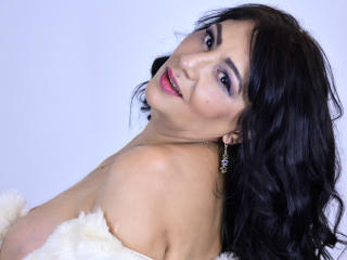 SxyVivian - online show exciting with a shaved intimate parts Lady over 35