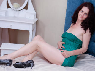 BrendaBelleForYou - Video chat nude with a European Mature