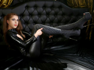 WantedSwitchForU - Webcam live hard with a standard build Mistress