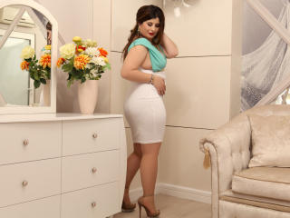 OneHotSexySandra - Show x with this trimmed genital area Young lady