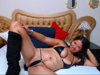 OlivaFoxy - Sexy live show with sex cam on XloveCam®