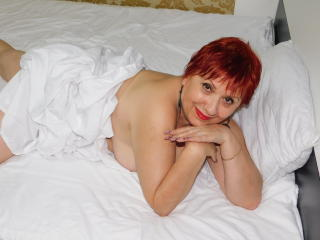 LynetteForYou - Show live hot with this shaved intimate parts Gorgeous lady