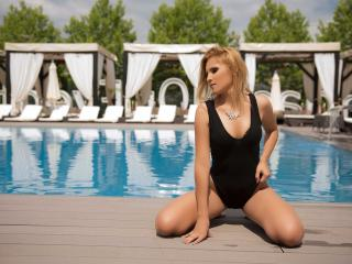 LovelyDianeX - online show x with this athletic body Hot babe