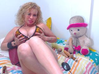 DayannaHott - Chat cam hard with a Attractive woman with enormous melons