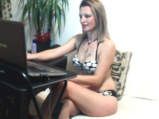SexyCoco - Web cam exciting with this White Lady