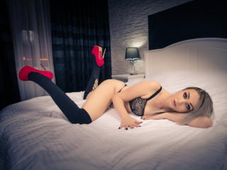 KylieJones - Sexy live show with sex cam on XloveCam®