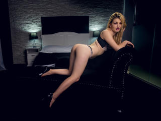 LindaBrynn - Chat live xXx with a White Hot babe