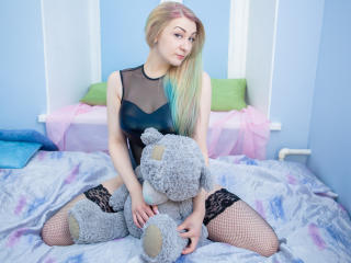 IamAlmora - Live hard with this shaved genital area Young and sexy lady