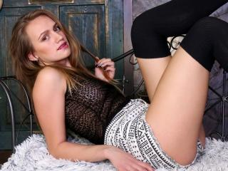 VivaLaVio girl dancing on webcam