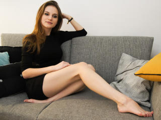 XlMALNA - chat online xXx with a European College hotties